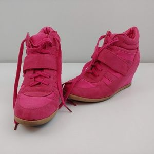 Womens 7.5 Wild Diva high top wedged shoe hot pink